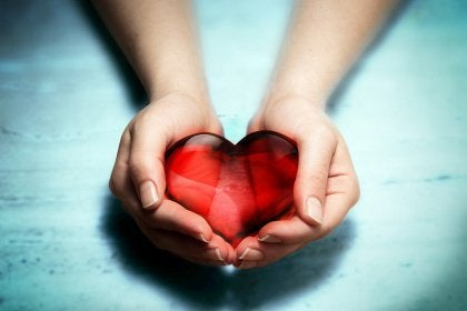 holding-heart-in-hands