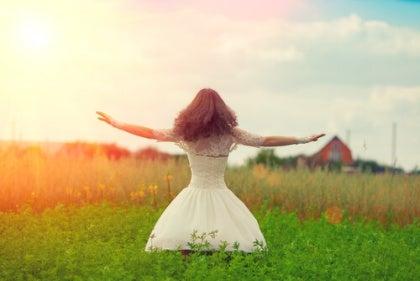 lady-in-meadow