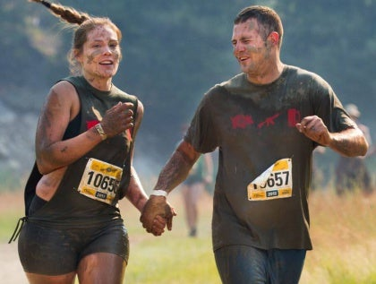 muddy-couple-running-marathon