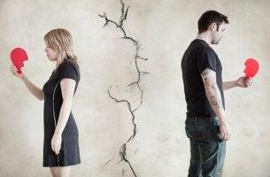 couple-holding-broken-heart
