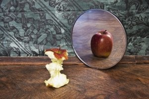 Apple Looking in the Mirror