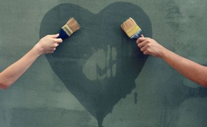 two-people-painting-heart