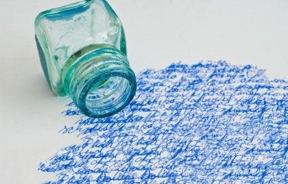 Negatiiviset muistot kirjoitusta paperilla