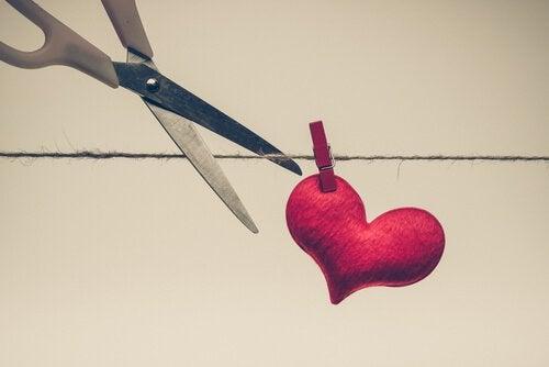 Viha leikkaa rakkauden