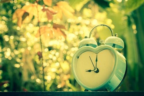 Kiitos kauniista aamusta sydänherätyskello