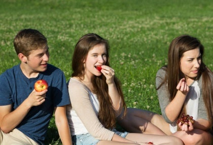Nuoret piknikillä