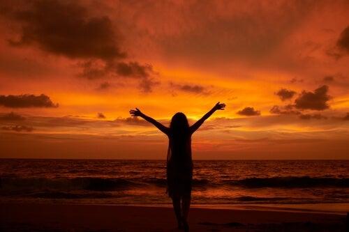 Seuraa unelmiasi auringonlasku rannalla