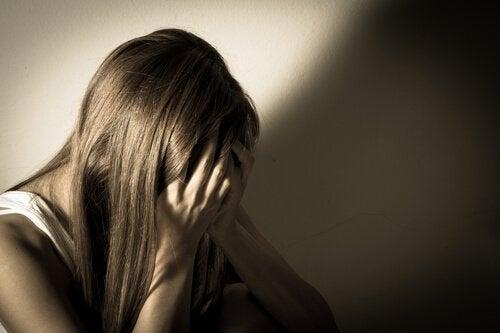 Naisen viha on muuttunut suruksi