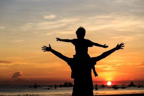 Lapsi isänsä harteilla