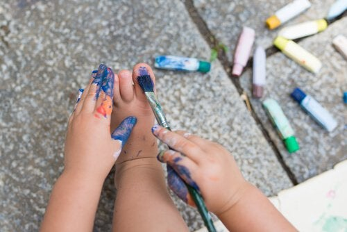 child painting toe nails