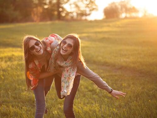 Onnelliset ystävykset