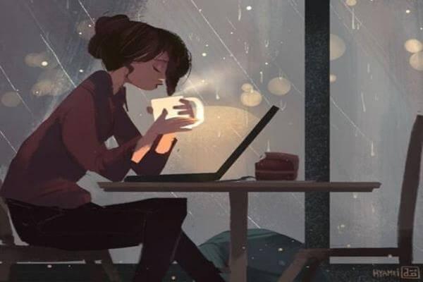 woman drinking coffe