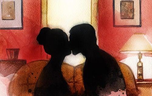 Silhouettes Kissing