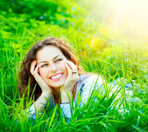 woman smile in grass