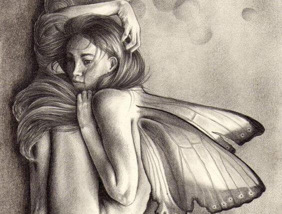 žena pogrbljena leptirima
