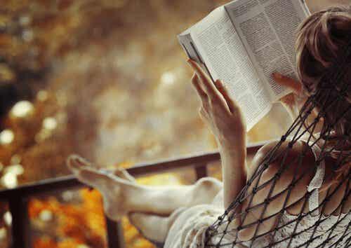 What Our Brain Creates When We Read