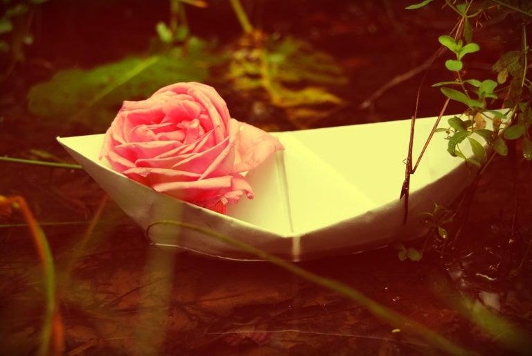 paper boats 768x514