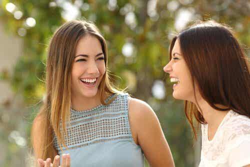 3 Body Language Signals to Communicate Friendliness
