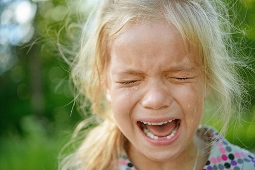 angry-little-girl-crying