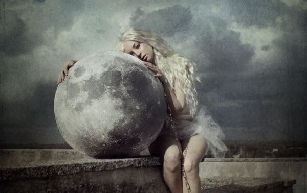girl-hugging-the-moon