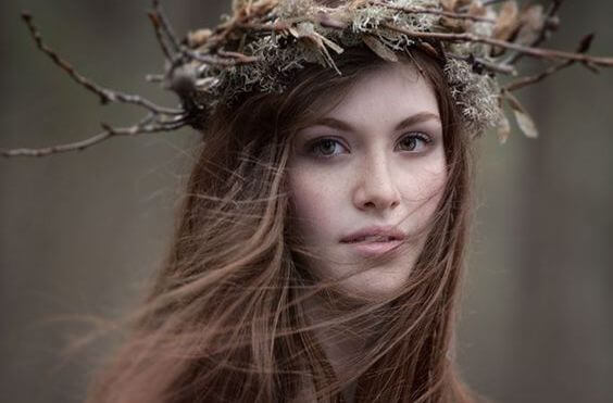 girl-with-nest-and-twig-crown