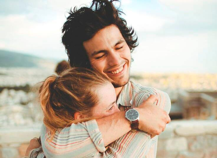 happy-couple-hugging