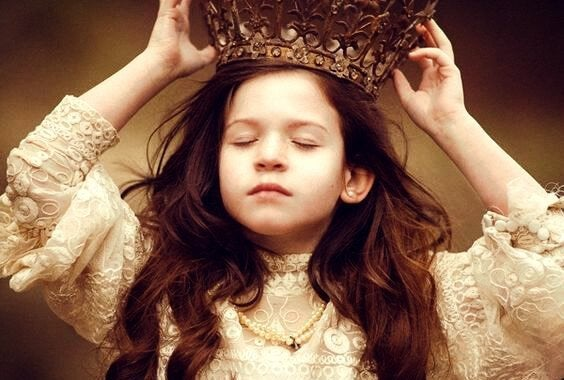 little-girl-wearing-a-big-crown
