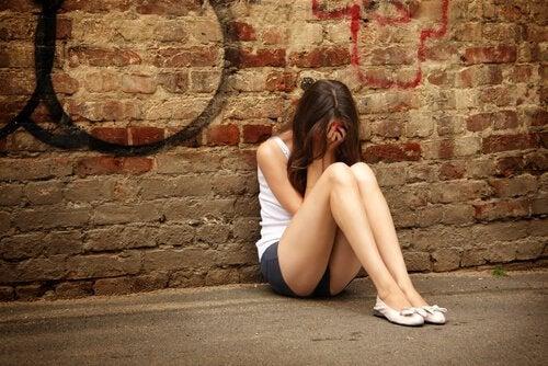 teenage-girl-crying-on-the-floor