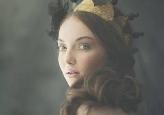 왕관을 쓴 여인: 우리가 계속 잊어버리는 인생의 진실