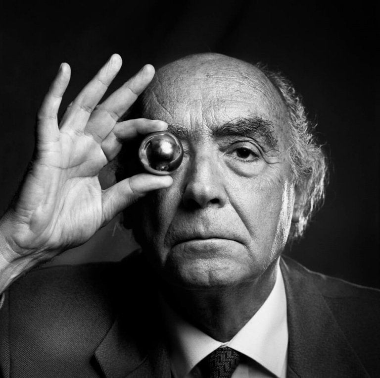 jose-saramago-with-a-silver-ball