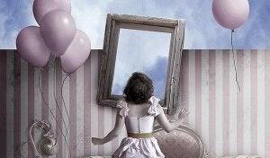 girl mirror balloons