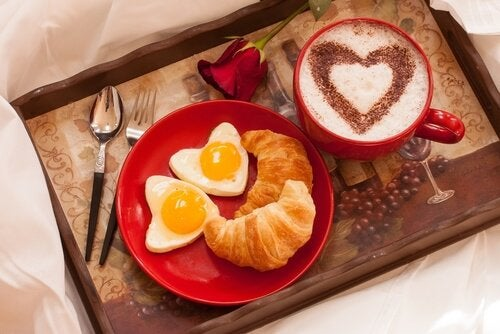 lovely-breakfast-in-bed
