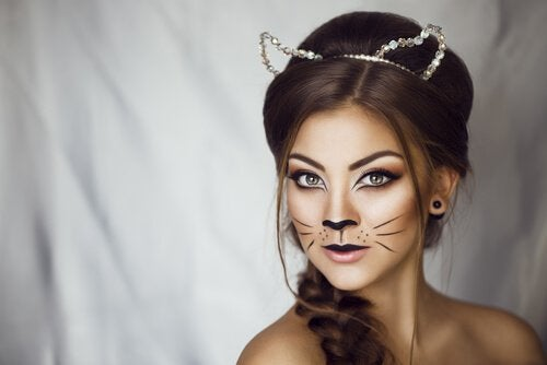 woman-with-cat-makeup