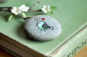 bird painted on a rock