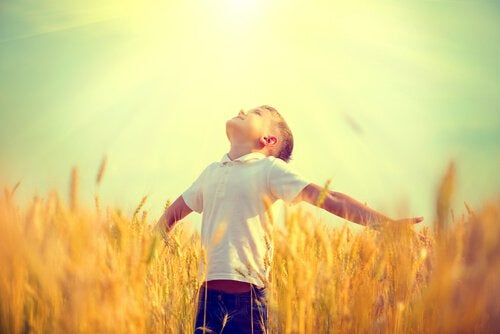 boy-with-his-arms-open-looking-at-the-sun
