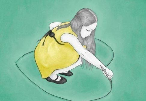 바닥에 하트를 그리는 소녀