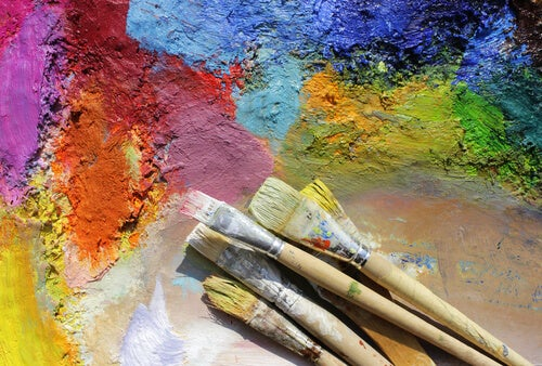 paintbrushes-with-colors