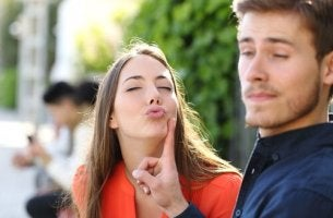 woman-blowing-a-kiss-to-her-boyfriend