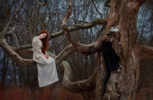woman-on-a-tree