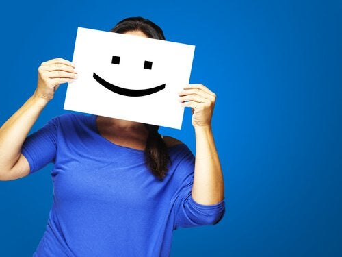 woman-with-a-sign-of-a-smiling-face