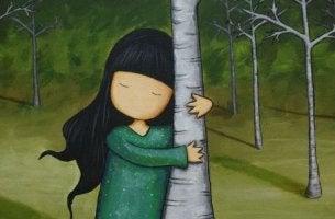 girl-hugging-tree-trunk