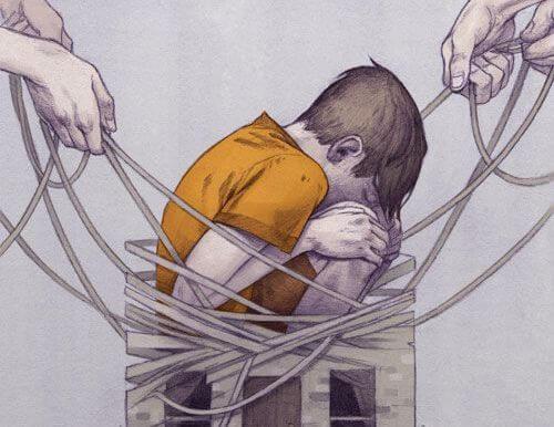 집의 줄에 묶인 어린 소년