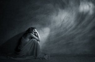 woman-in-dark-room