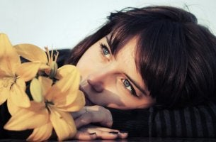 girl-thinking-with-a-flower