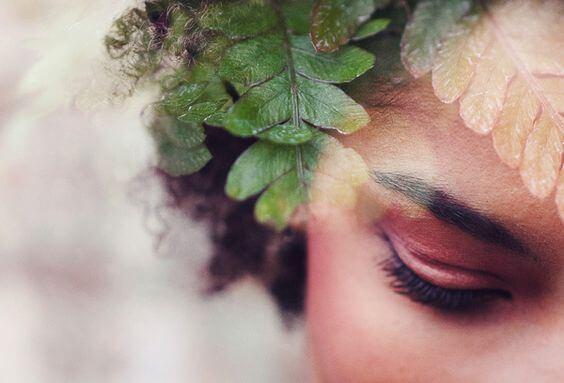 leaves in woman's hair