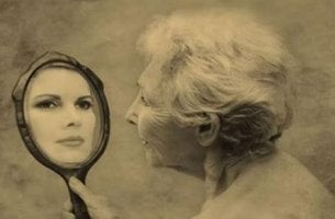 old-woman-seeing-young-girls-reflection