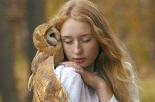 owl on girl's shoulder