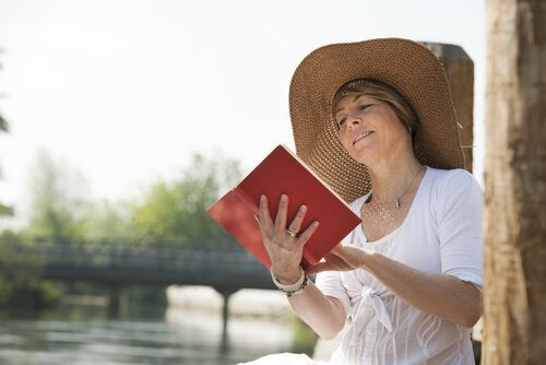 older woman reading books
