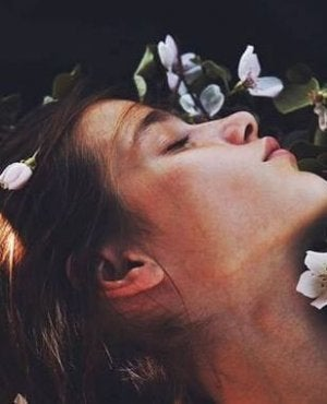 girl lying in flowers