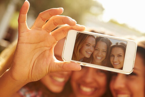 5 Things a Selfie Says About You